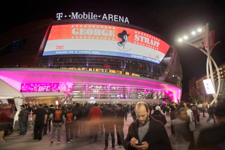 Benjamin Hager/Las Vegas Review-Journal Concertgoers line up outside T-Mobile Arena before the ...