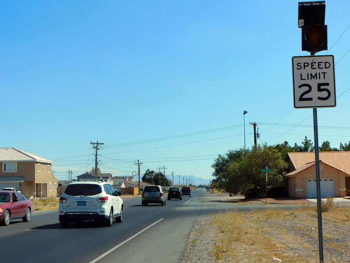 Robin Hebrock/Pahrump Valley Times Motorists traveling down Dandelion Street near Ian Deutch Me ...