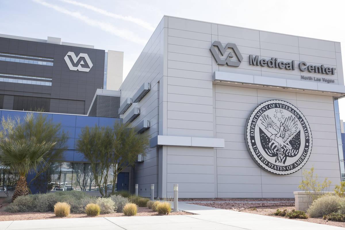 Elizabeth Page Brumley/Las Vegas Review-Journal Enrolled veterans can receive their seasonal fl ...