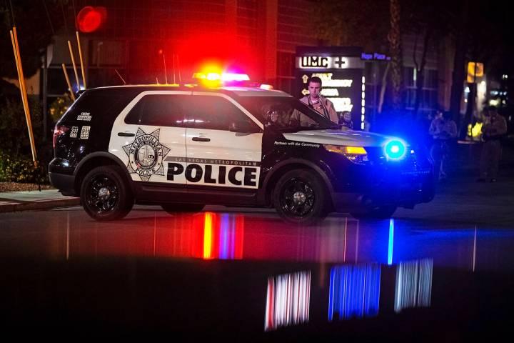 Benjamin Hager/Las Vegas Review-Journal A group of Las Vegas Metro officers wait outside Univer ...