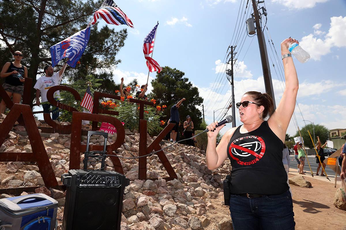 Erik Verduzco / Las Vegas Review-Journal Melissa Blundo, organizer for No Mask Nevada PAC, spea ...