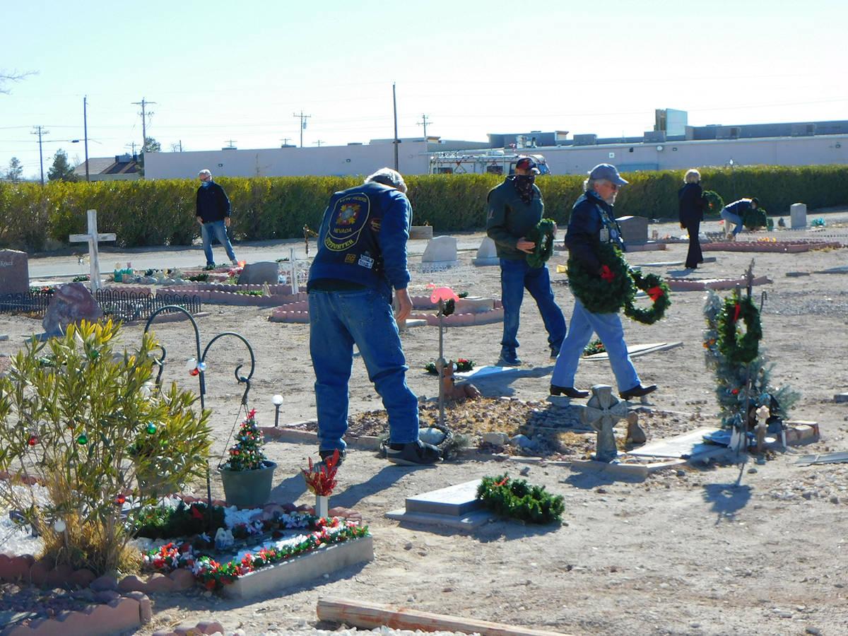 Robin Hebrock/Pahrump Valley Times Local veterans are seen walking through the Chief Tecopa Cem ...