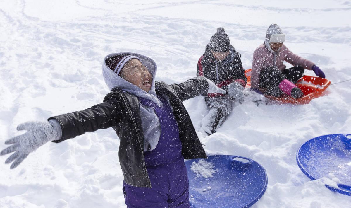 Ellen Schmidt/Las Vegas Review-Journal Matthew Pham, 4, of Las Vegas, left, throws snow into th ...
