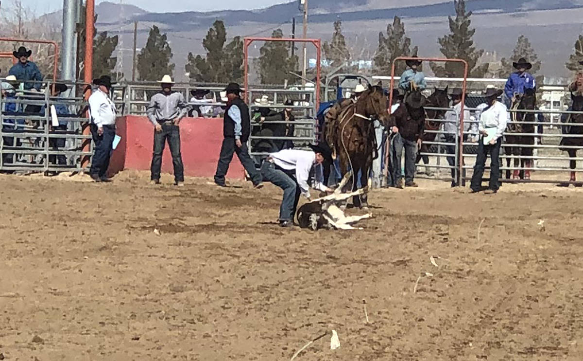 Tom Rysinski/Pahrump Valley Times Pahrump Valley Rodeo Club's Garrett Jepson wraps up his tie-d ...