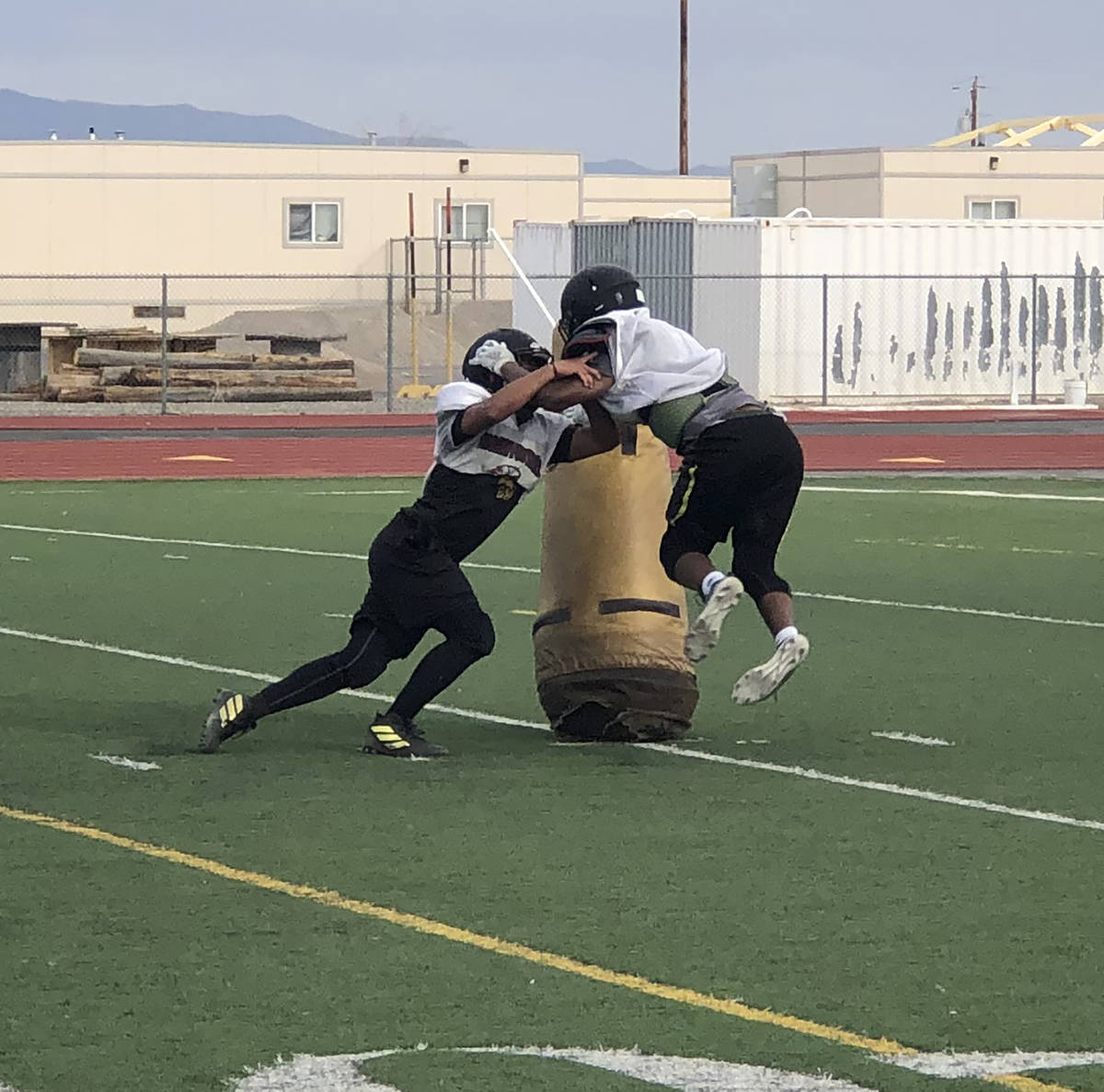 Tom Rysinski/Pahrump Valley Times Pahrump Valley High School football players go head-to-head d ...