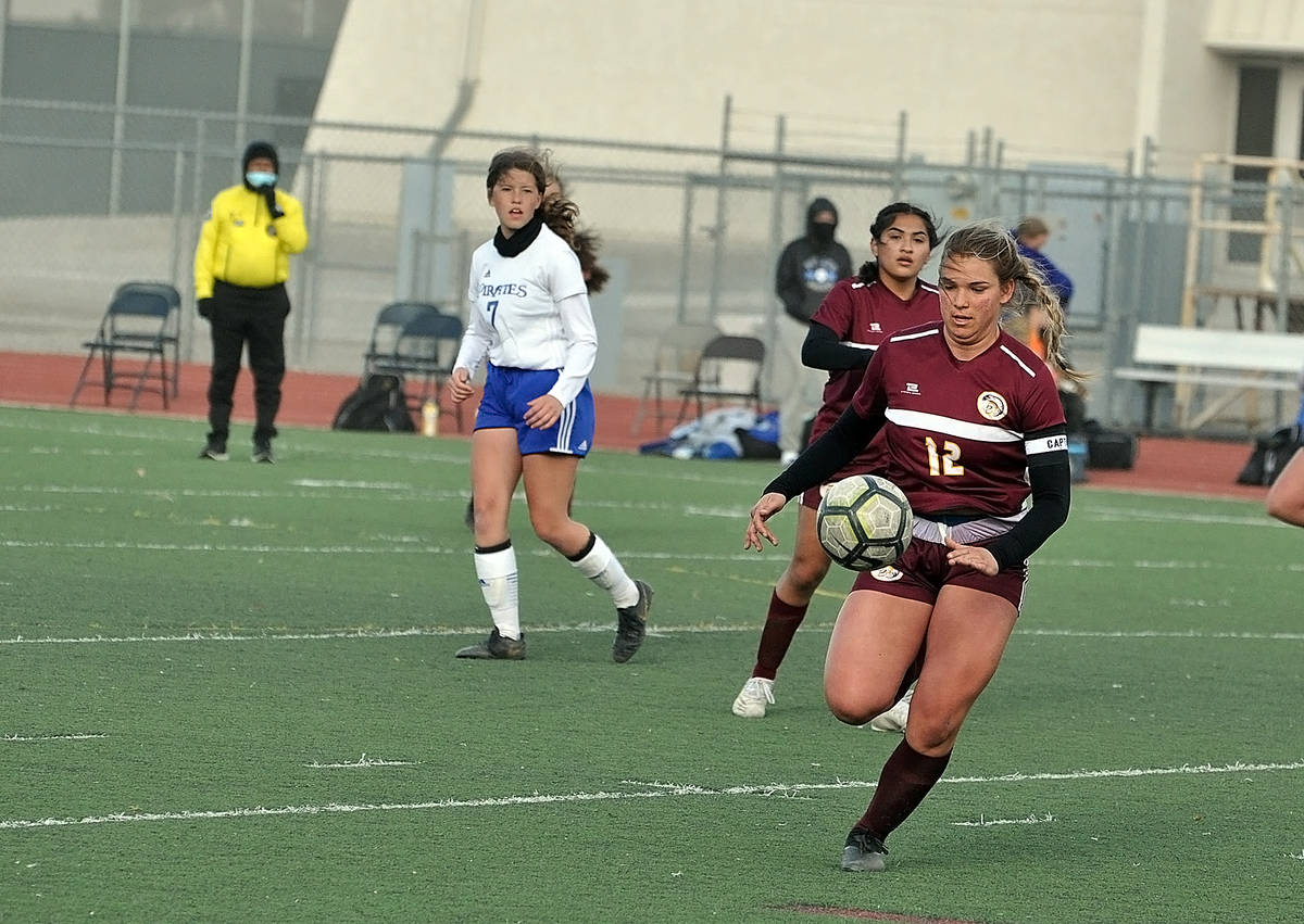 Horace Langford Jr./Pahrump Valley Times Pahrump Valley senior Maddy Souza moves the ball up th ...