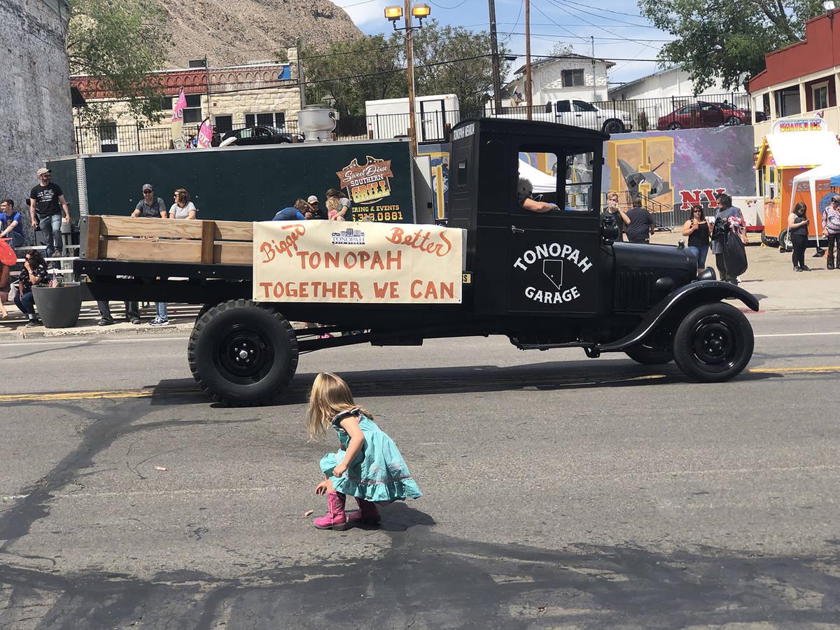 Tom Rysinski/Times-Bonanza & Goldfield News Several parade participants tossed treats for kids ...
