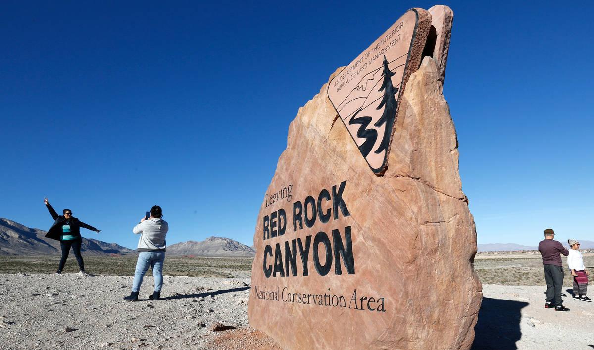 Chitose Suzuki/Las Vegas Review-Journal Visitors take photos at the Red Rock Canyon National C ...