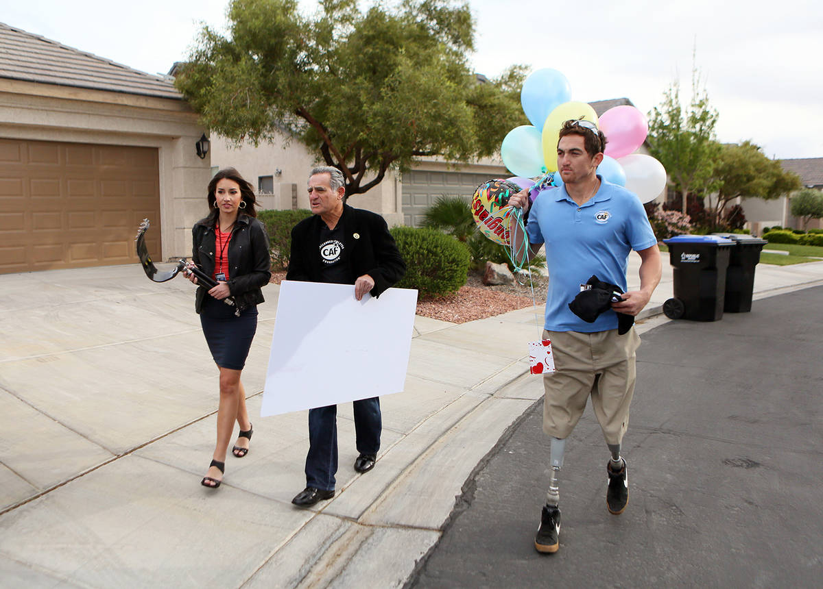 File From left, Jessica Tanner of KTNV-TV Channel 13, Challenged Athletes Foundation co-founder ...