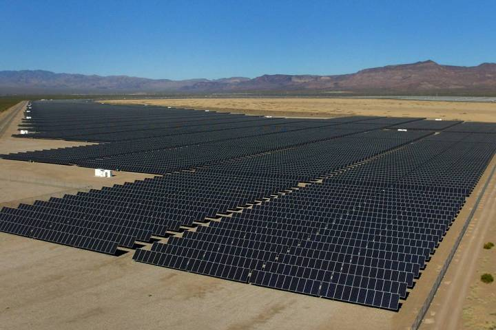 Solar panels (Bizuayehu Tesfaye/Las Vegas Review-Journal) @bizutesfaye