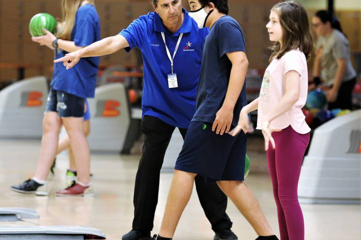 Randy Gulley/Special to the Pahrump Valley Times Joseph de la Torre instructs a young bowler du ...