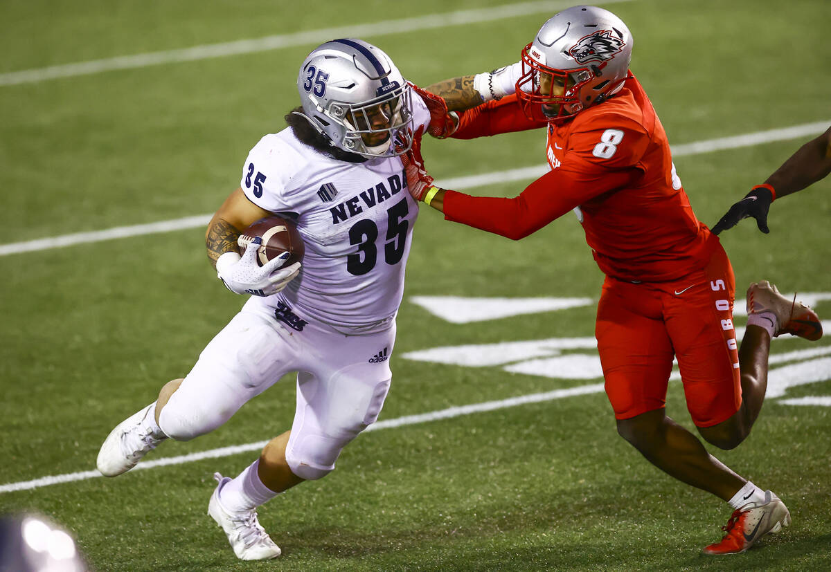 UNR Wolf Pack running back Toa Taua (35) runs the ball against New Mexico Lobos cornerback Dont ...