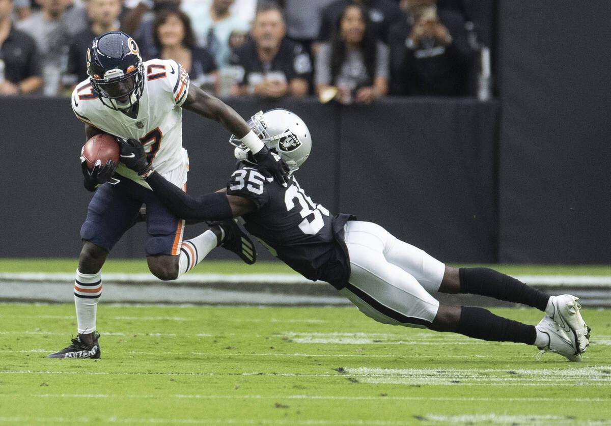 Benjamin Hager/Las Vegas Review-Journal Raiders cornerback Brandon Facyson (35) tackles Chicago ...
